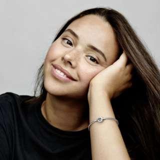 Белегзија со змиска плетка и затворач со срце и симбол за бесконечност