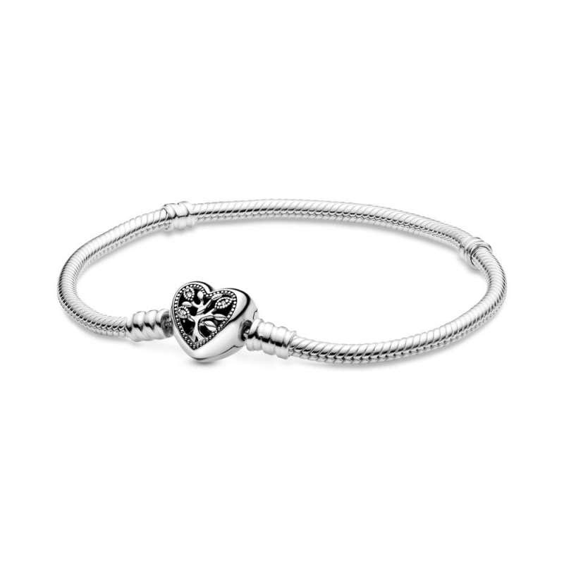 Pandora Moments Белегзија со Затворач во Форма на Срце со Семејно Дрво