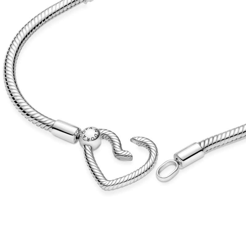 Белегзија со затворач во форма на срце и змиска плетка